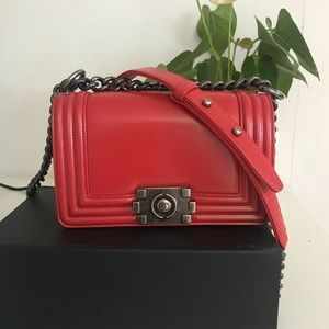 Chanel le boy small red